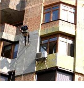 альпинисты утепляем фасад жилого дома