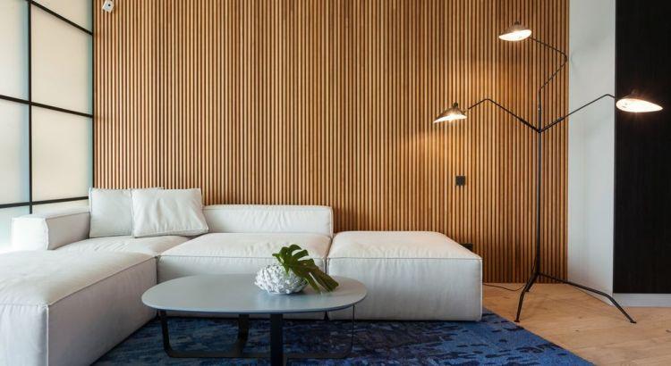 отделка зала деревянными панелями