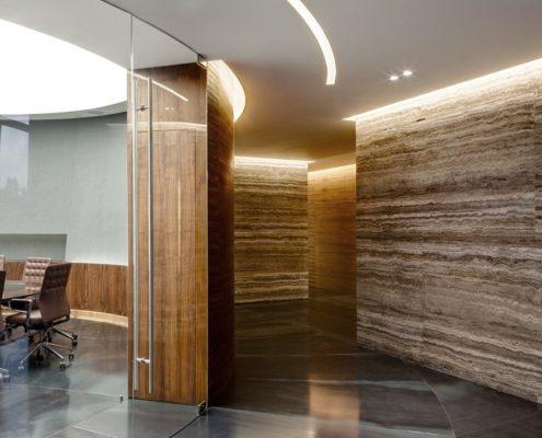 отделка стен камнем в офисе